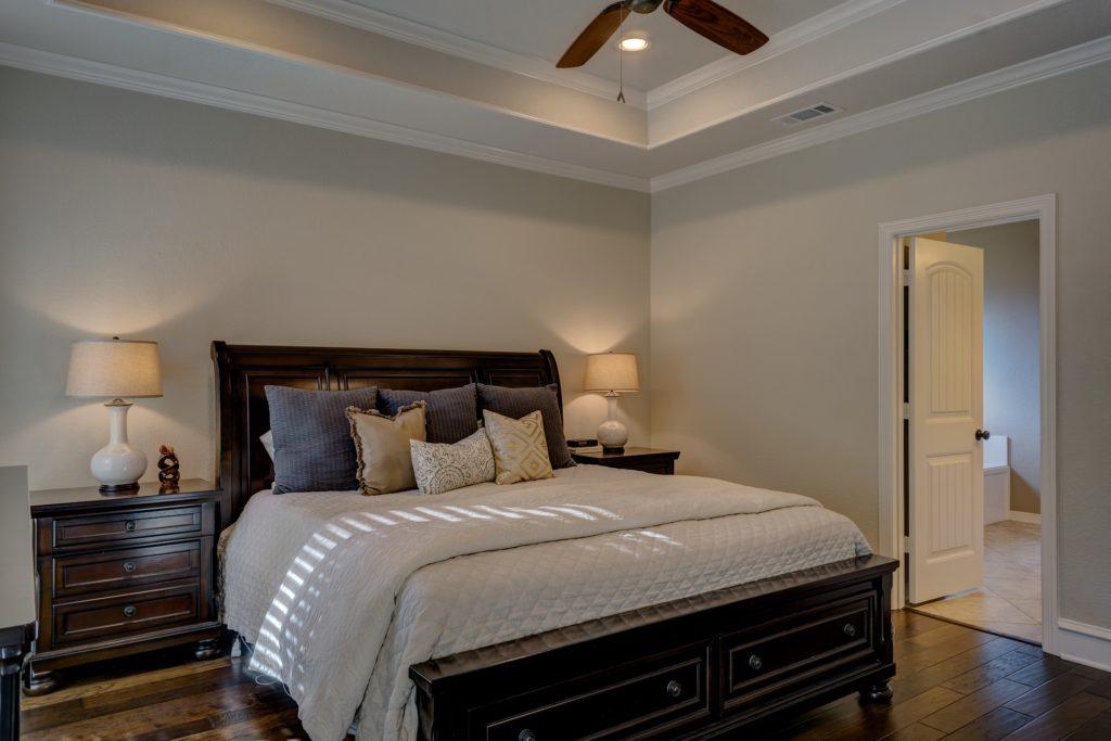 спальня светлые стены