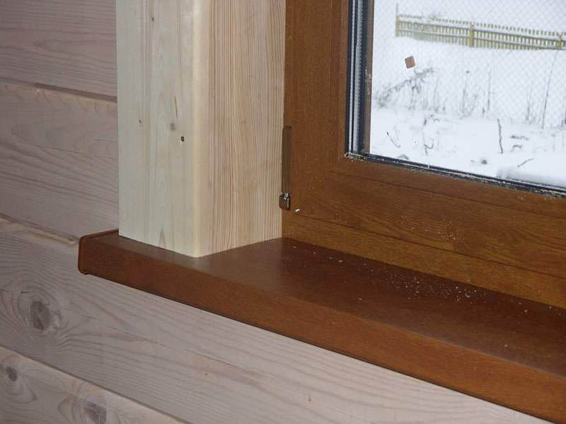 пластиковый подоконник в деревянном доме
